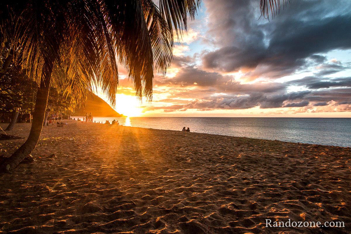 Coucher de soleil sur une plage près de Deshaies