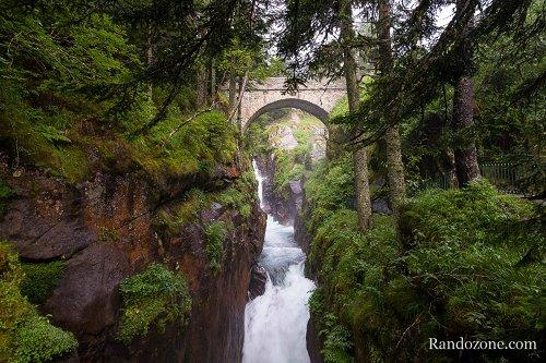 Pont d 39 espagne pont randonn es et trekking - Site officiel office de tourisme de cauterets ...