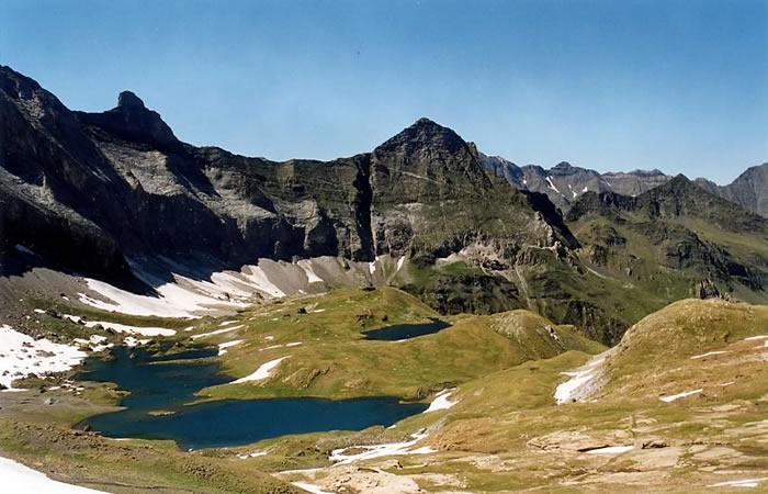 Lac de Barroude et sommets alentours.