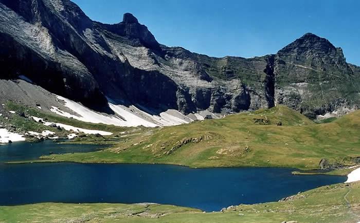 Lac et refuge de Barroude
