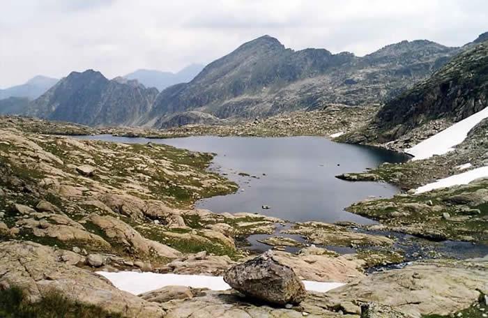 Lac d'Estelat inférieur en arrivant du Turon du Néouvielle