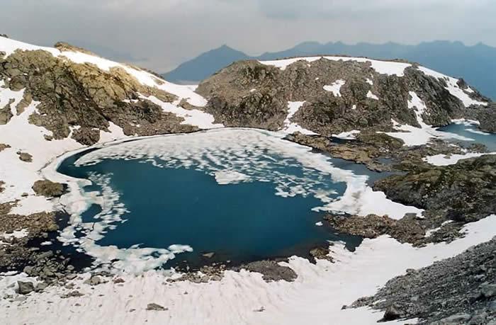 Lacs bleus depuis le glacier de Maniportet