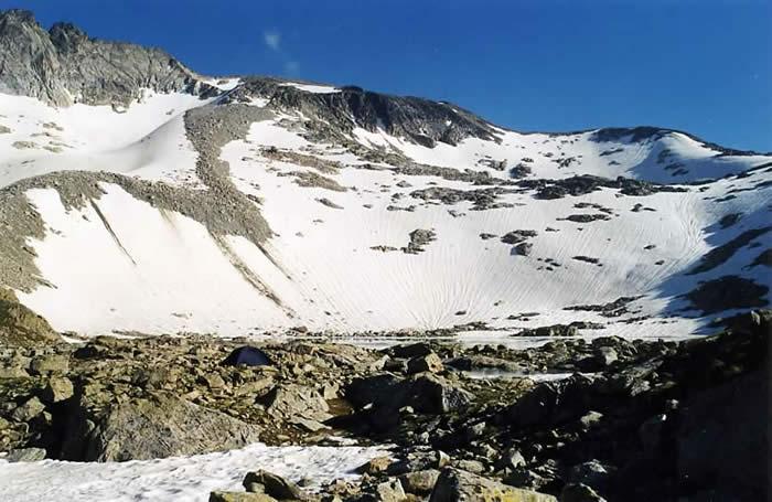 Glacier de Maniportet (à gauche) depuis les lacs Bleus sous le Néouvielle