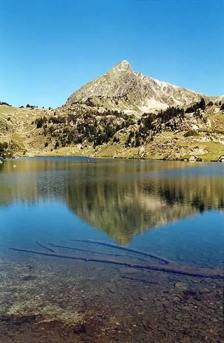 Pic de Bastan depuis les lacs du milieu