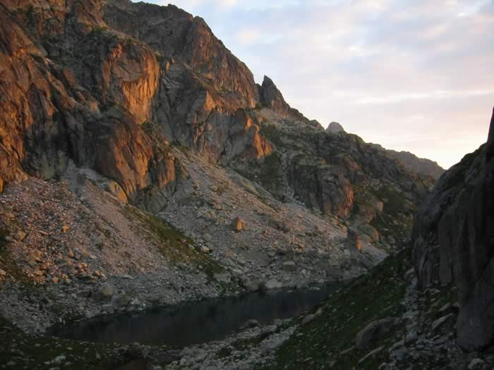 Un des lacs de Batcrabère au petit matin