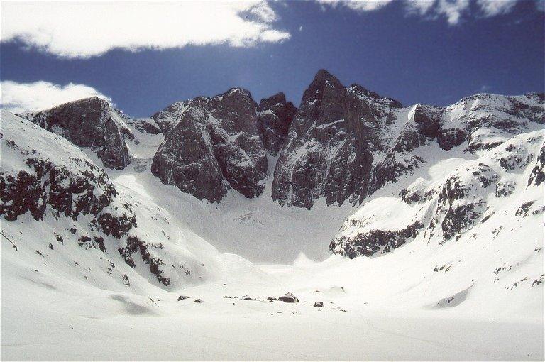 Les Oulètes de Gaube et le Vignemale sous la neige