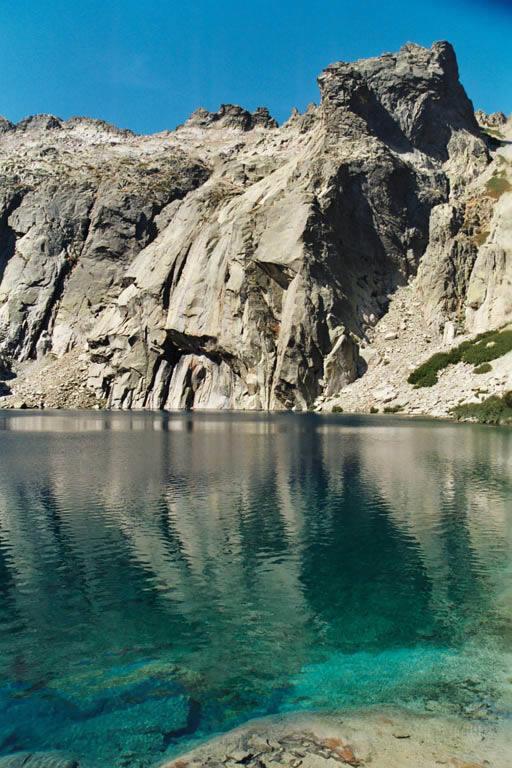 Eau transparente du lac de Capitello