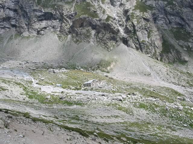 Refuge du châtelleret vu depuis le chemin menant au glacier de Gaudolière