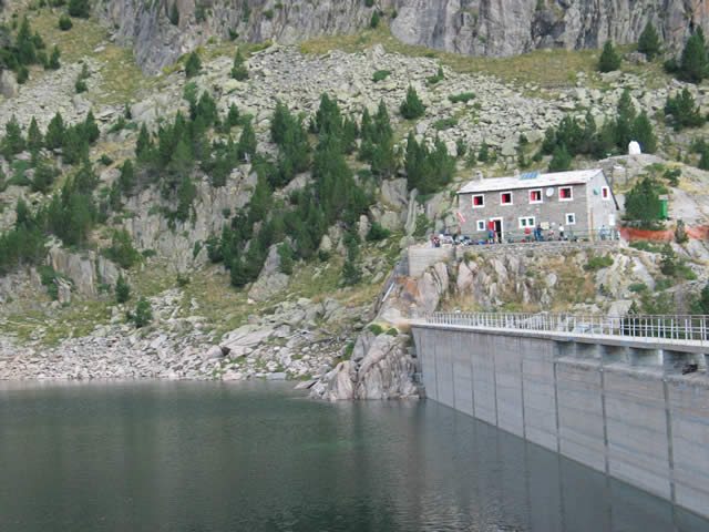 Refuge et barrage de Colomers