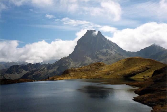 Pic du Midi d'Ossau depuis le lac