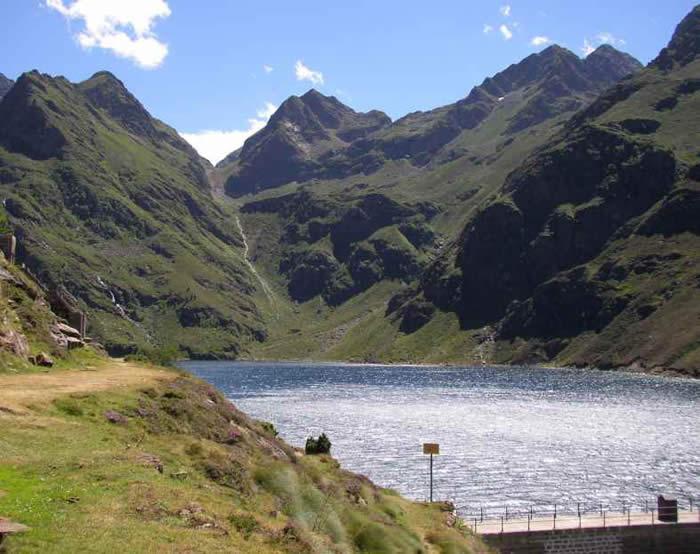 Lac et barrage d'Izourt