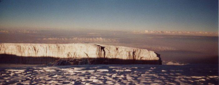 un glacier au sommet du kilimandjaro