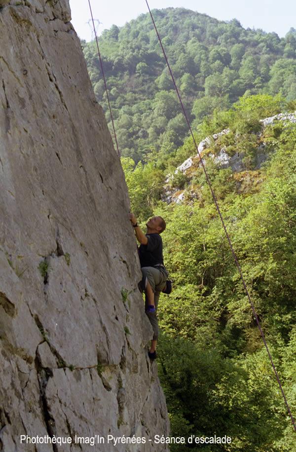Escalade au rocher-école d'Arudy.
