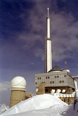 Antenne et coupole du pic du Midi de Bigorre