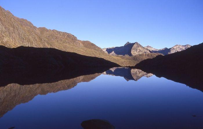 L`étang du Pinet (2224 m) encore endormi...