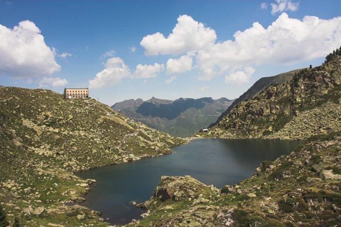 Lac et refuge de la Glère