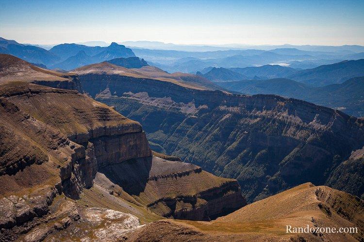 Canyons espagnols depuis le sommet de l'Escuzana