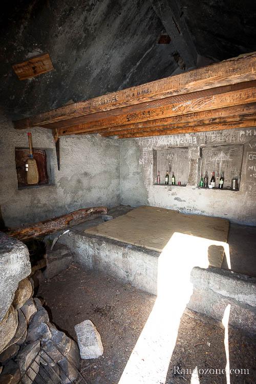 Intérieur de la cabane d'Aygues Cluses