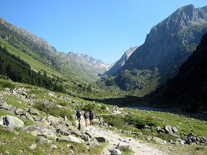 Sentier qui monte au refuge Larribet