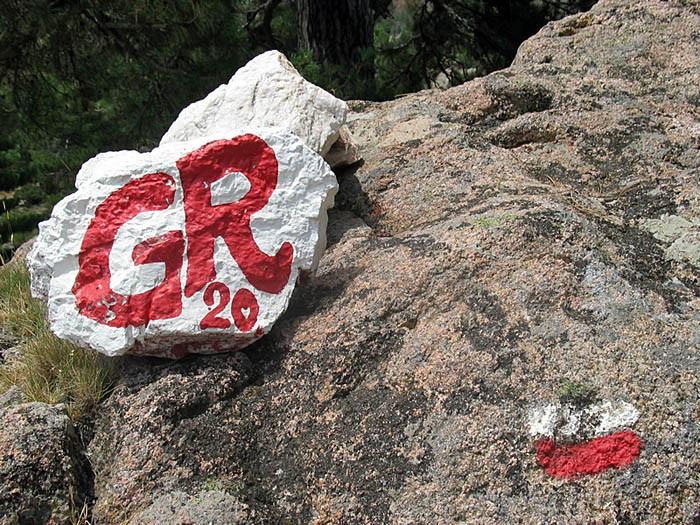 Les rochers peints qui entourent le refuge d'I Paliri