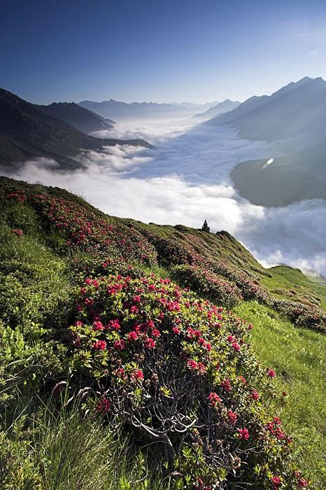 Vallée de Barèges dans les nuages
