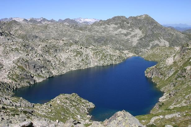 Estany Gelat ou lac Glaçat dans les Encantats