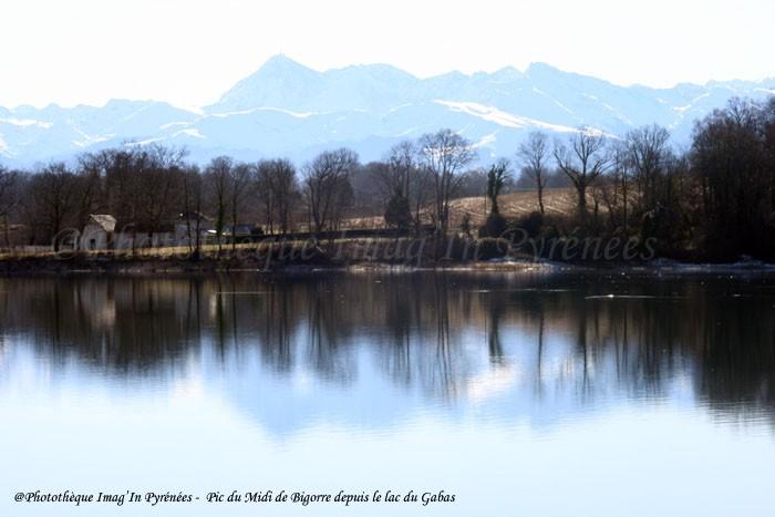 Pic du Midi de Bigorre depuis le lac du Gabas