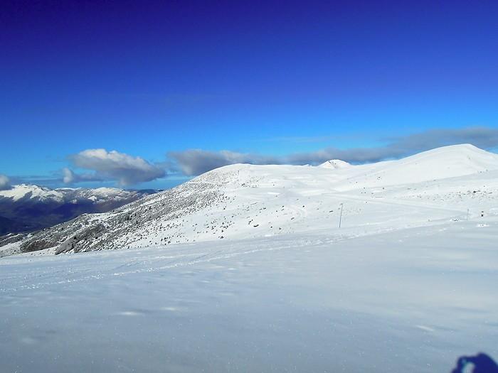 Hautacam sous le beau temps et la neige dans les Pyrénées
