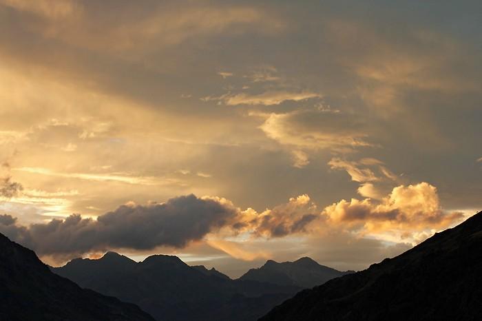 Le soleil se couche sur Héas