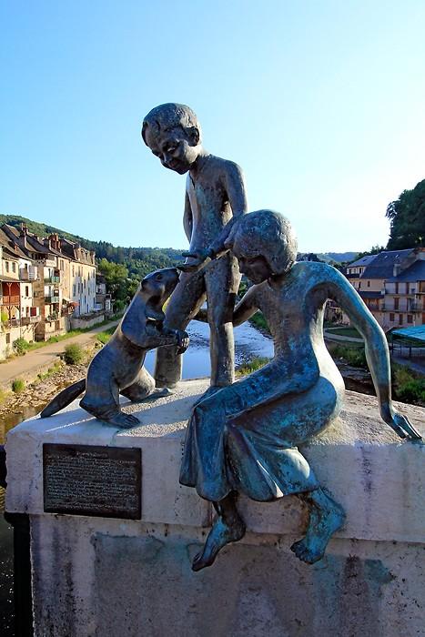 Statue sur le pont de Saint-Geniez-d'Olt