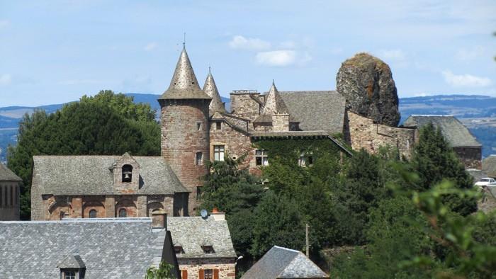 Village de Roquelaure dominant la vallée du Lot et Espalion