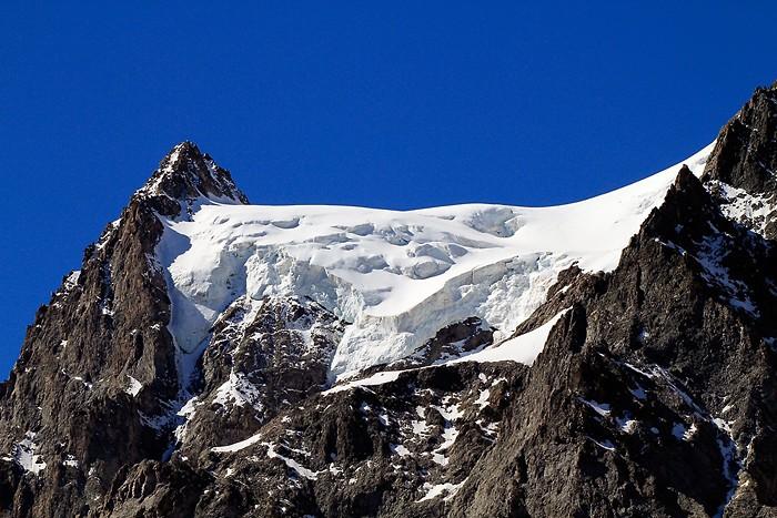 Zoom sur un glacier en montant au refuge du Glacier Blanc
