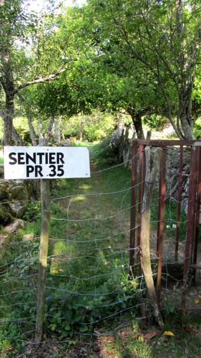 PR 35, direction la Cascade du Saut du Chien