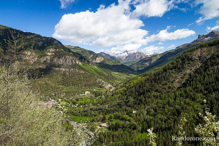 Début de la randonnée au dessus de Colmars Les Alpes