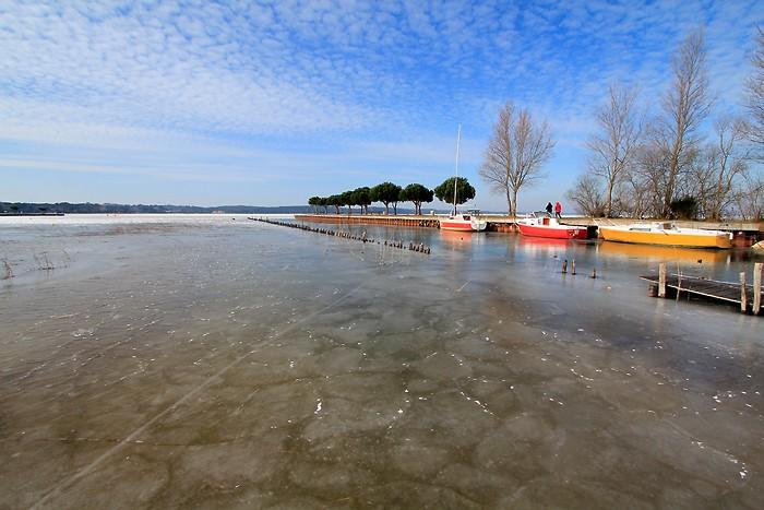 Lac d'Hourtin en partie gelé