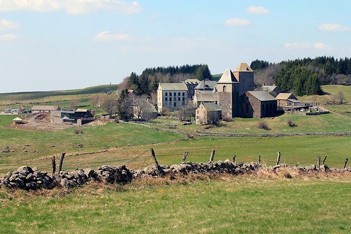 Village d'Aubrac et sa dômerie