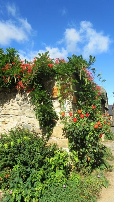 Village très fleuri de Sainte Eulalie d'Olt