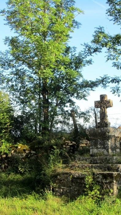 Croix au croisement de chemins goudronnés, PR Flaujac