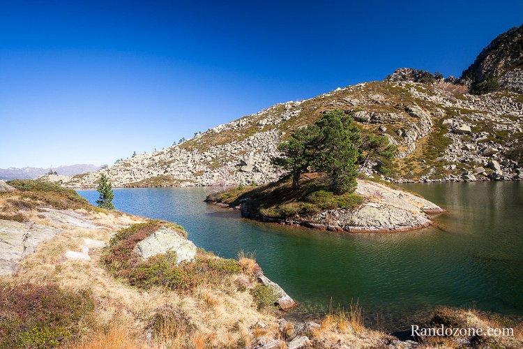 La petite île du lac de Bastampe