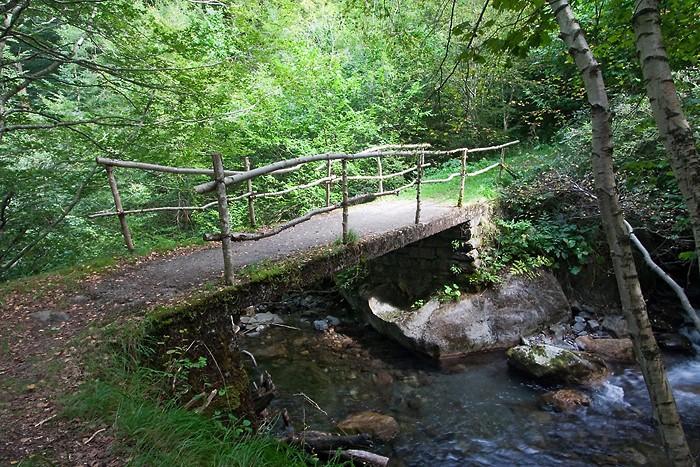 Sentier de randonnée dans les Pyrénées