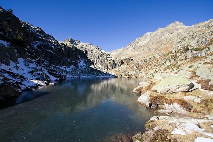 Lac dans les Hautes-Pyrénées