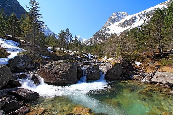 Petite cascade dans la vallée de Lutour
