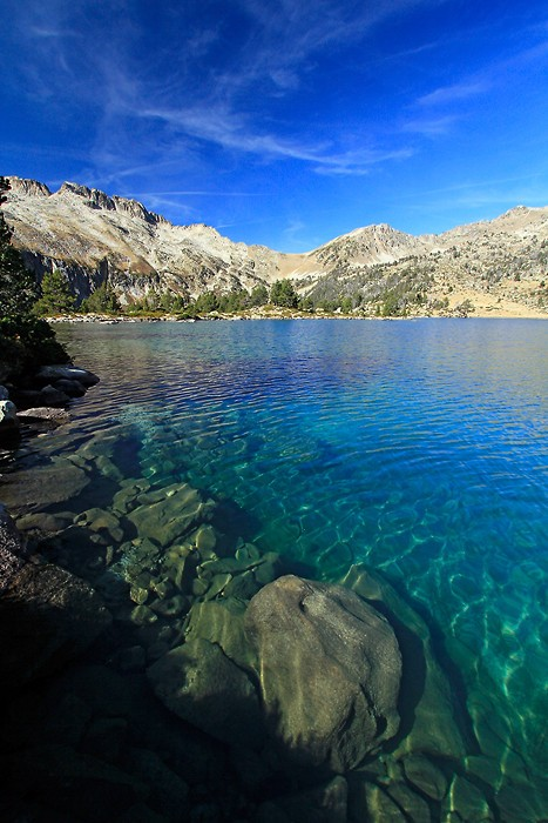 Lac d'Aumar dans le massif du Néouvielle