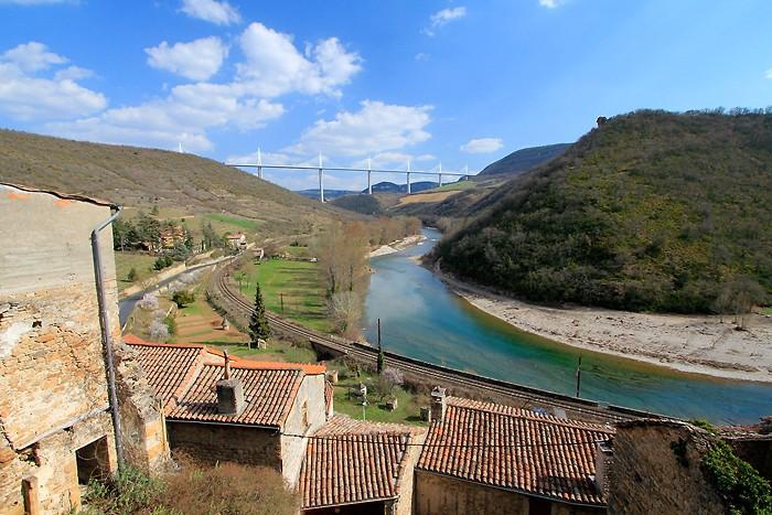 Vue sur le viaduc de Millau depuis Peyre