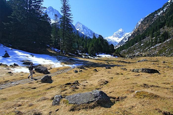 Montée vers le lac d'Estom dans les Pyrénées