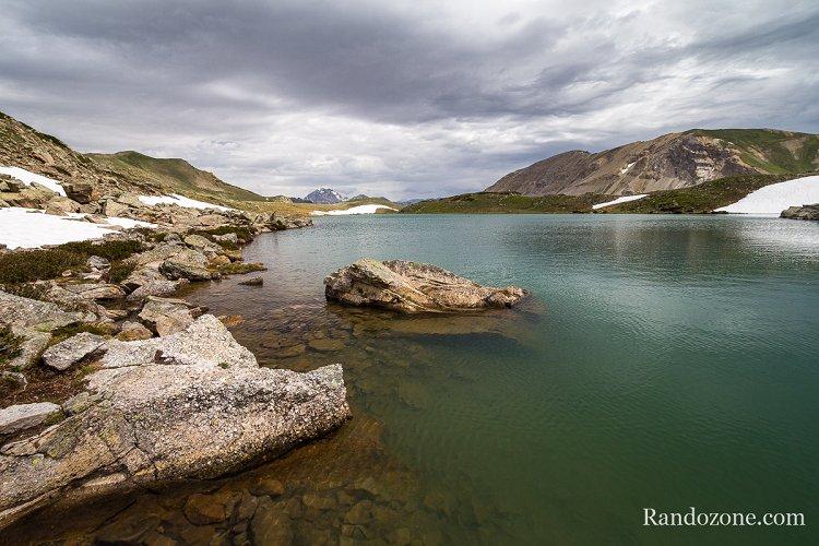 Randonnée au Grand lac de l'Oule dans les Alpes