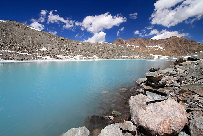 Cairn au lac du glacier d'Arsine