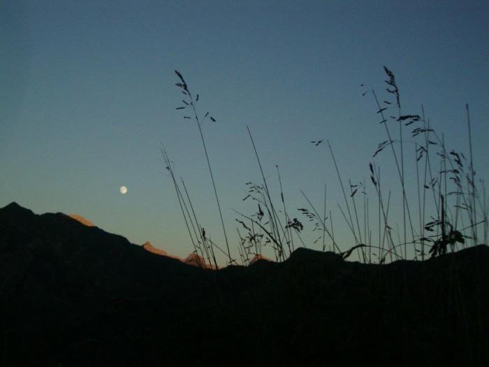 Lever de lune sur les Aravis
