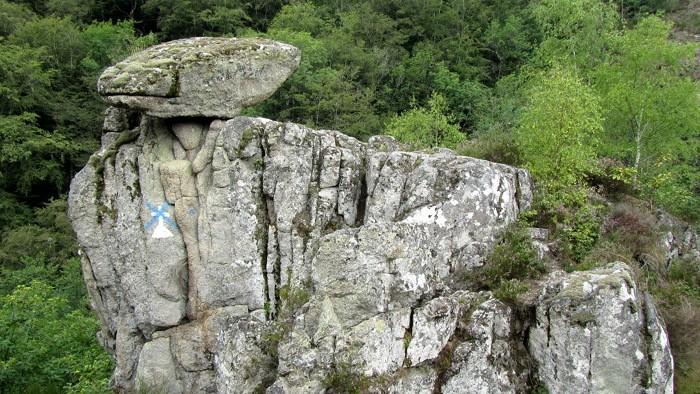 Rocher à côté du village de Bez Bédène, Aveyron