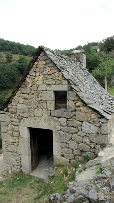 Maison typique d'Aveyron, en lauzes et pierre